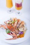 De maaltijd van zeevruchten van krab en garnalen stock fotografie