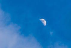 De maan… in een bewolkte nacht Stock Afbeelding