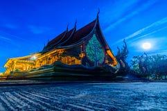 De maan is in de kant van Wat Pu Praw Temple Stock Fotografie