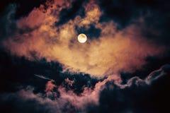 De maan op de donkere hemel Stock Afbeeldingen