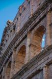 De maan overspant het Monumentendetail van Rome Colosseum Italië Stock Foto