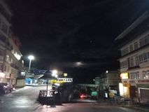 De maan wordt behandeld door de wolk in Gangtok royalty-vrije stock foto's