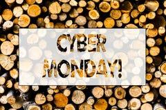 De Maandag van Cyber van de handschrifttekst Concept die Speciale verkoop na Online het Winkelen van Black Friday Houten Elektron stock fotografie