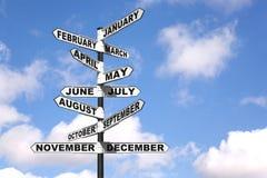 De maanden van het jaar voorzien van wegwijzers Stock Afbeeldingen
