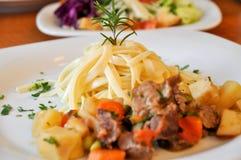 De macaroni van het rundvleesvlees Stock Foto's