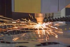 De machine het Scherpe werk om metaal te snijden van het laserblad royalty-vrije stock foto's