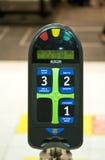 De Machine van de kaartjesbevestiging in Helsinki, Finland Stock Foto