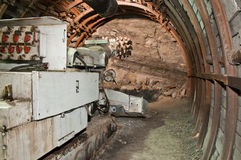 De machine van de mijnbouw in kolenmijn stock fotografie