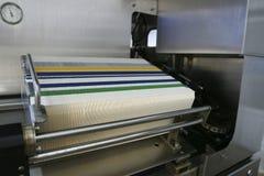 De machine van de verpakking in lopende band van fabriek royalty-vrije stock afbeeldingen