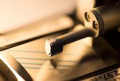 De machine van het de ruwheidsmeetapparaat van de kaliberbepalingsoppervlakte met pandblok Stock Foto