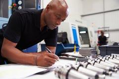 De Machines van ingenieursplanning project with CNC op Achtergrond stock fotografie