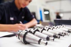 De Machines van ingenieursplanning project with CNC op Achtergrond stock foto's