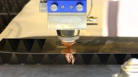 De machines van de vezellaser voor om metaal te snijden stock video