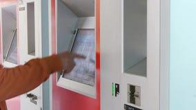 De machinevideo van het zelfbedieningskaartje stock videobeelden
