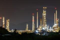 De macht en de energieinstallatie van de olieraffinaderij royalty-vrije stock afbeeldingen