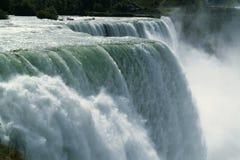 De Macht van de waterval Stock Afbeeldingen