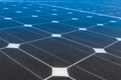 De macht van de zonnepanelenopbrengst, groene energie Royalty-vrije Stock Afbeeldingen
