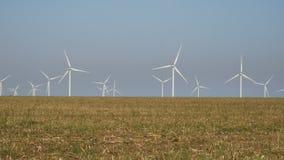 De macht van Eco, windturbines stock video