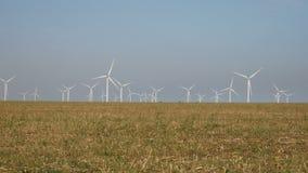De macht van Eco, windturbines stock footage