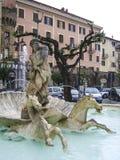 De machtige God Neptunus en zijn fontein in het centrum van Nettuno, Italië Royalty-vrije Stock Fotografie