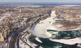 De Machtige Stroom van Niagara Stock Foto's