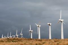 Windenergieturbines stock afbeeldingen
