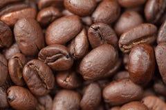De macro van koffiebonen als achtergrond Royalty-vrije Stock Foto's