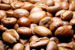 De macro van koffiebonen voor pret en genoegen Stock Afbeeldingen