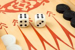 De macro van retro backgammon dobbelt stock foto's