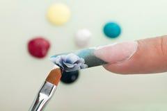 De macroclose-up van het manicureproces Stock Afbeelding
