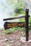 De madeira assine dentro Pong Duet Hot Springs imagens de stock royalty free