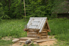 De madeira bem no museu arquitetónico e etnográfico Vasilevo Fotografia de Stock