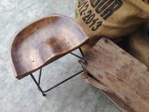 De madeira com cadeiras do ferro Fotos de Stock Royalty Free