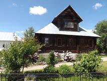 De madeira, russo, vila, casa, fachada Fotos de Stock Royalty Free