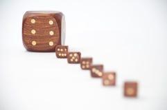 De madera corta en cuadritos con un dado en foco Fotografía de archivo libre de regalías