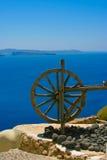 De madera ruede adentro Santorini Fotos de archivo