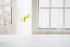 De madera sobre fondo de la ventana del verano Fotos de archivo libres de regalías