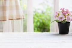 De madera sobre ventana del verano Imagen de archivo libre de regalías