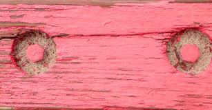 De madera viejo envejecida rústico de los tableros de madera ásperos sucios con la pintura roja Fotografía de archivo