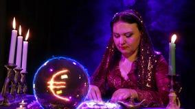 De Magichskysalon is op witte stenen benieuwd en een dollarteken verschijnt in de kristallen bol stock footage