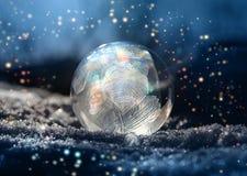 De magische kleur schittert frostball de wintersneeuw royalty-vrije stock afbeeldingen