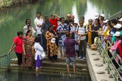 12 de maio de 2018 centro batismal famoso de Yardenit do ezplore dos visitantes no rio Jordânia na terra de Israel fotografia de stock