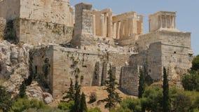 31 de maio de 2016 Atenas, Grécia Acrópole em Atenas de Grécia com turista longe - o lapso de tempo segue o foco vídeos de arquivo
