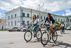 16 de maio de 2015: Poltava ucrânia Ciclismo Women' parada da bicicleta de s Imagens de Stock Royalty Free