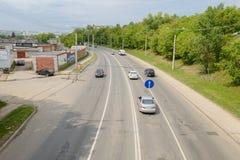 24 de maio de 2016: Uma foto de um tráfego em uma cidade pequena Fotos de Stock