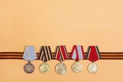 9 de maio fundo Fita do ` s de St George e medalhas do grande patriota Imagem de Stock Royalty Free