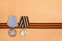9 de maio fundo Fita do ` s de St George e medalhas do grande patriota foto de stock royalty free