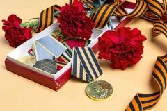 9 de maio fundo Fita do ` s de St George, medalhas de grande patriótico Foto de Stock Royalty Free