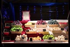 De makarons worden verkocht bij de Kerstmismarkt van Vierzon (Frankrijk) Royalty-vrije Stock Foto's
