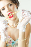 De make-up en de parels van de glamour stock foto's